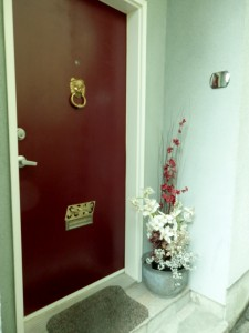 Keeping your entrance clean and clear can bring opportunities to your door.